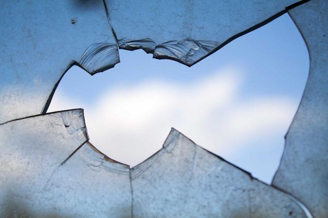 broken-window-960188_1280